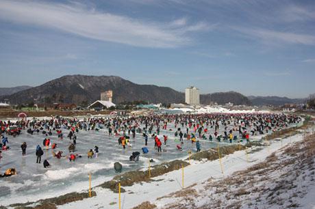 韓國平昌冰釣鱒魚+南怡島一日遊,韓國冰上釣魚一日遊,韓國冰釣魚一天團